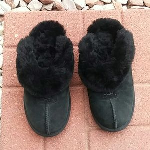 UGG black suede fuzzy slippers 6.5